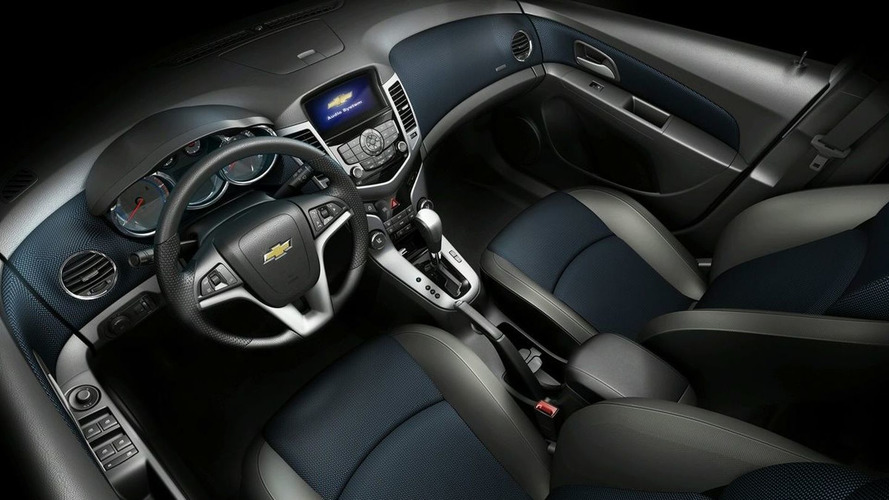 Chevrolet Cruze Unveiled in Paris