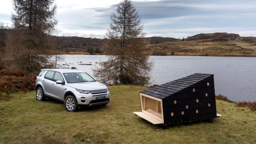 VIDÉO - Land Rover dessine une cabane pour le Père Noël