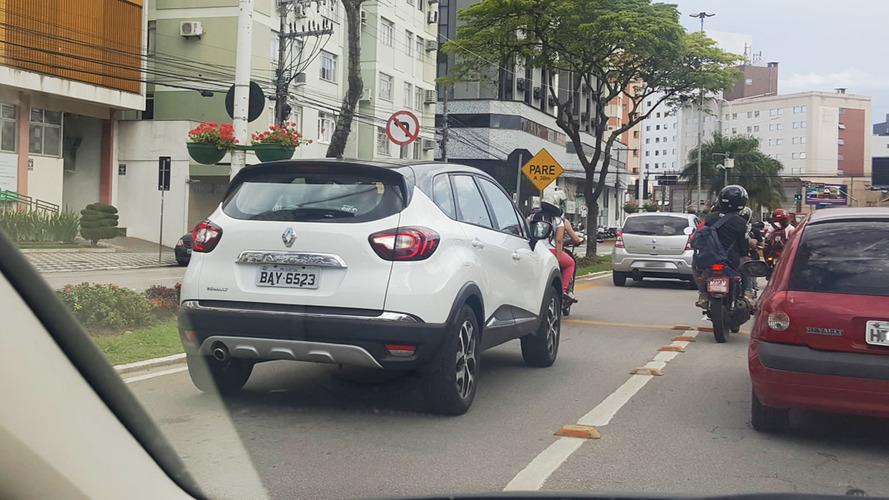 Flagra - Renault Captur já roda emplacado em Santa Catarina