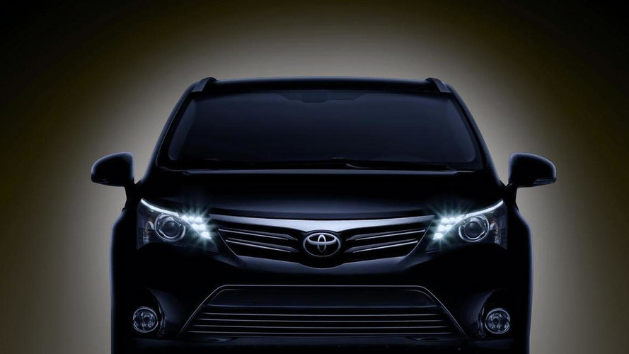 Toyota Avensis teased for Frankfurt debut