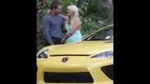 Paris Hilton ganha o superesportivo Lexus LFA como presente de aniversário - E o Quico?