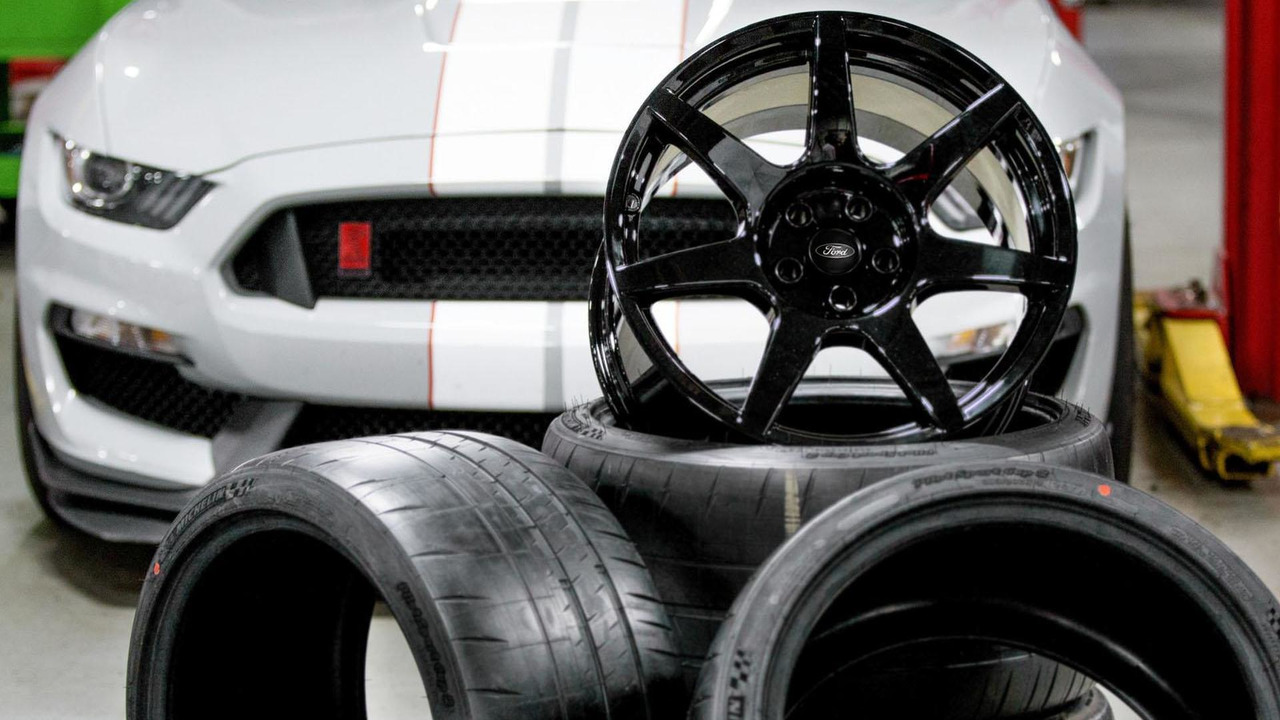Ford Shelby GT350R Mustang carbon fiber wheels
