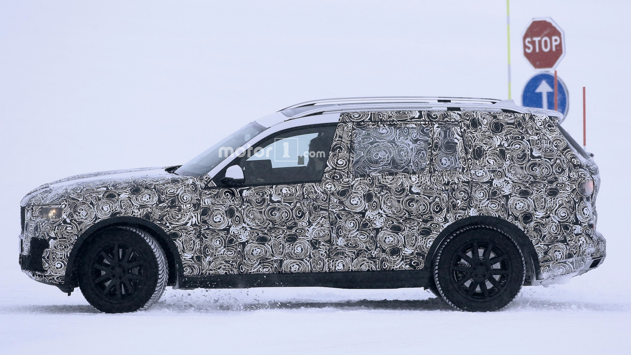2018 BMW X7 spy photo