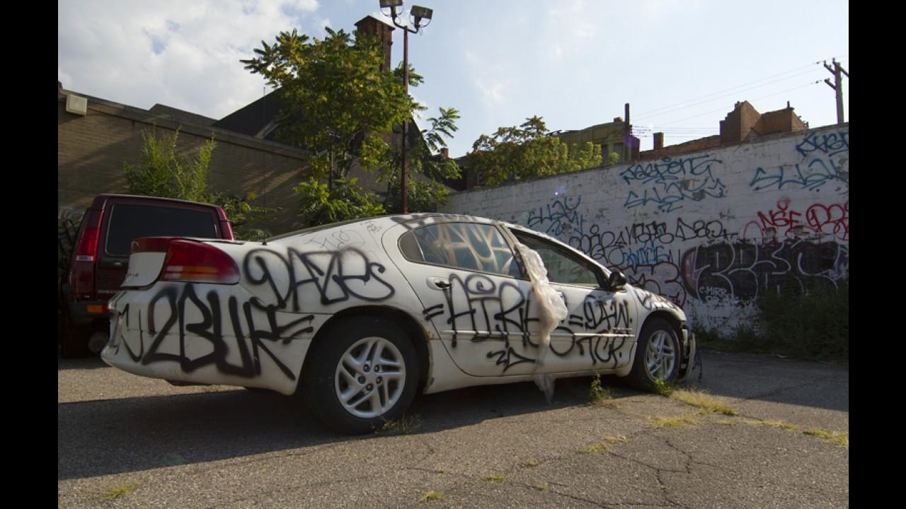 Vândalos picham carros de motoristas que estacionam errado em Nova York