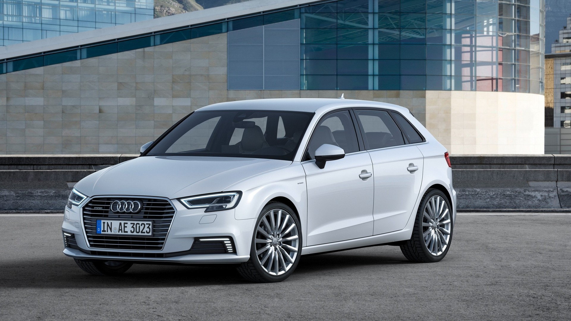 2017 Audi A3 Sportback e-tron gets virtual pit, sport package