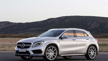 Mercedes-AMG-CLA-45 gris
