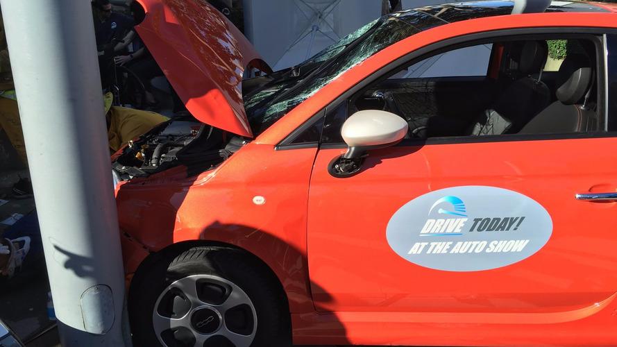 L.A. Otomobil Fuarı'ndaki Fiat 500e test kazasında 6 kişi yaralandı