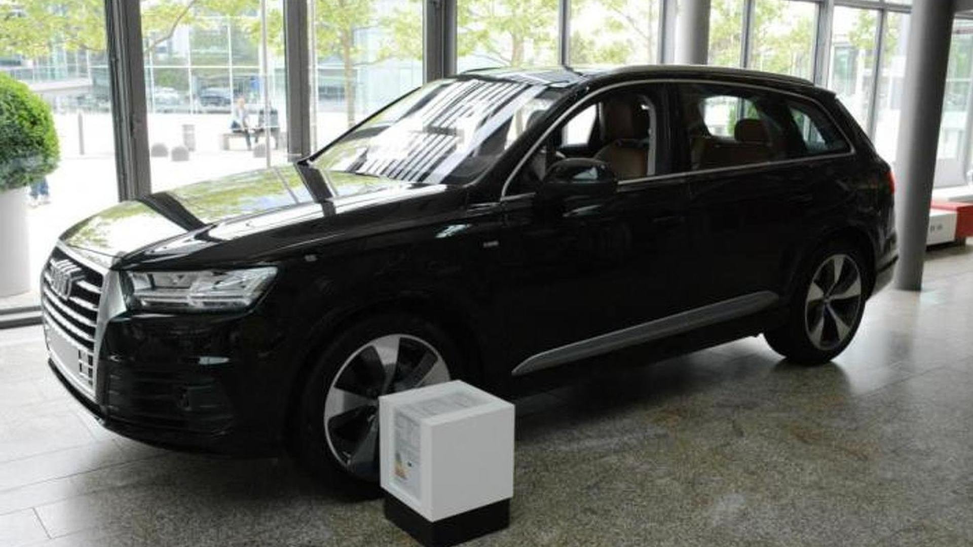 audi forum ingolstadt shows off black q7 3 0 tdi quattro. Black Bedroom Furniture Sets. Home Design Ideas