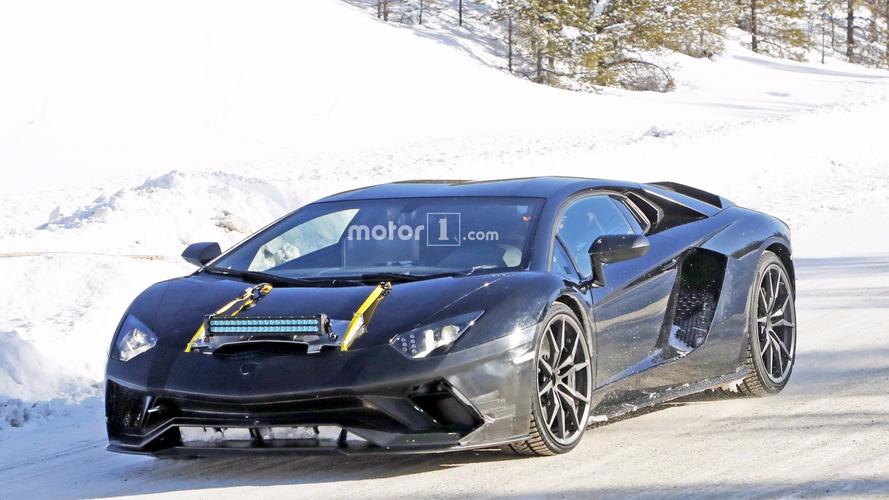 Nouvelle Lamborghini Aventador pimentée en photos espion