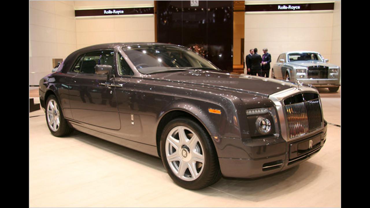 Als Besonderheit besitzt das neue Rolls-Royce Phantom Coupé hinten angeschlagene Türen