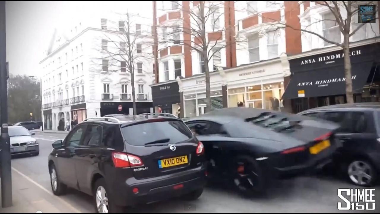 Vídeo: Lamborghini Aventador levanta voo ao colidir com Mazda2 no Reino Unido