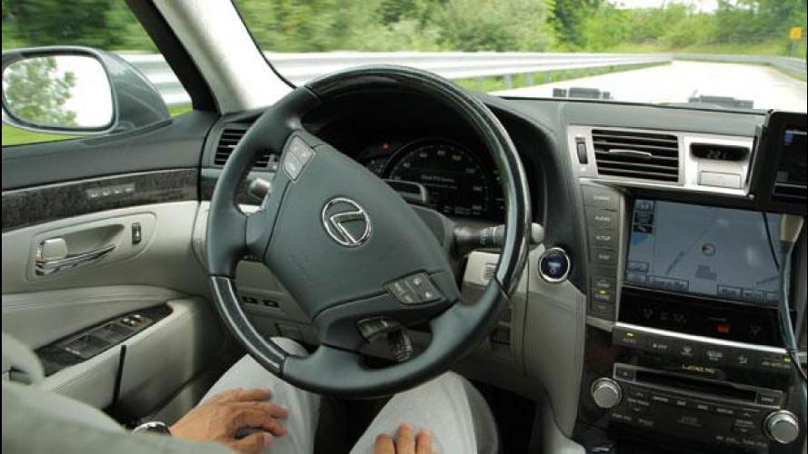 Toyota AHDA, la guida automatica autostradale per il 2015