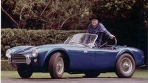Classic 1965 Shelby Cobra 427 vs Ferrari 458 Italia [video]