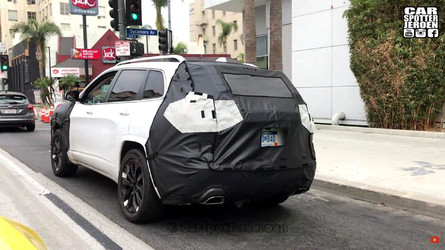 Flagra - Jeep Cherokee 2018 reestilizado é filmado rodando nos EUA