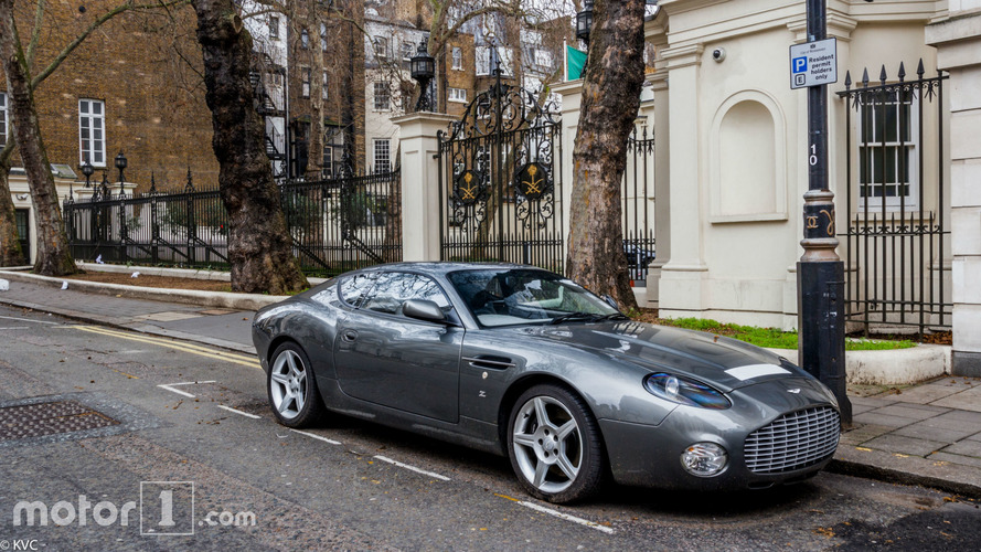 PHOTOS - L'une des 99 Aston Martin DB7 Zagato à Londres