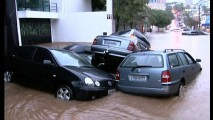 Passar com o carro em rua alagada pode provocar danos irreversíveis ao motor