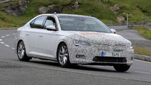 Skoda Superb facelift spy photo
