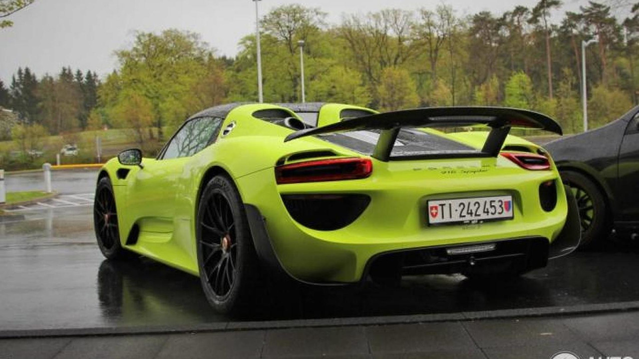 Porsche 918 Spyder spotted with Weissach Package and lime green paint