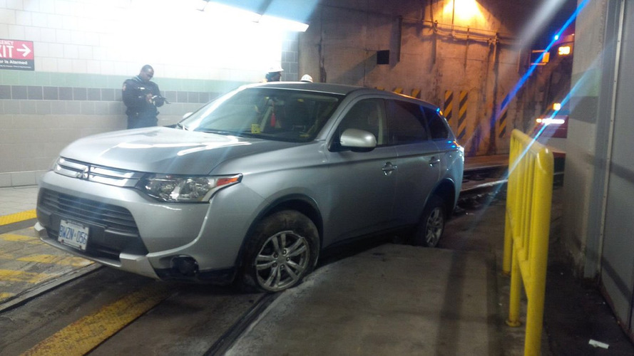 Driver blames GPS after wedging SUV into streetcar tunnel, flees