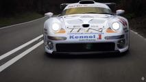 Porsche 911 GT1 yolda