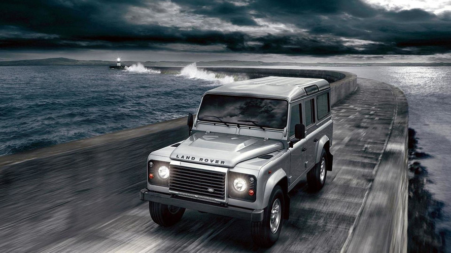 Land Rover Defender could continue until 2017 - report