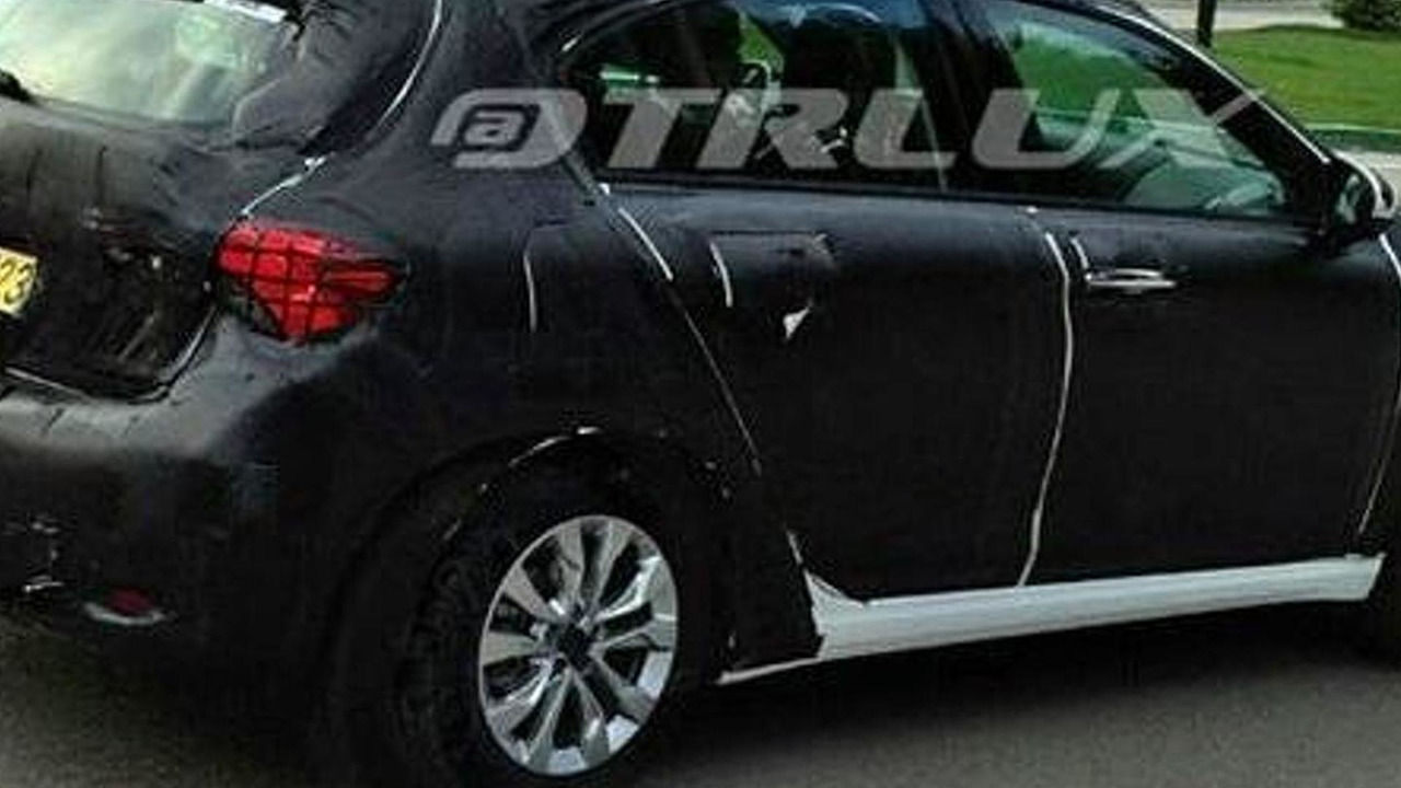 Fiat Tipo hatchback spy photo