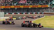Romain Grosjean leads start of the race 13.10.2013 Japanese Grand Prix