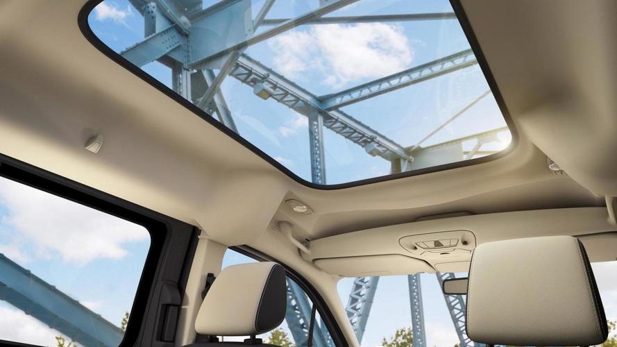 2014 Ford Transit Connect, aniden açılan cam tavandan dolayı geri çağrıldı