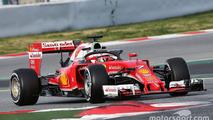 Kimi Raikkonen, Ferrari SF16-H running a cockpit cover