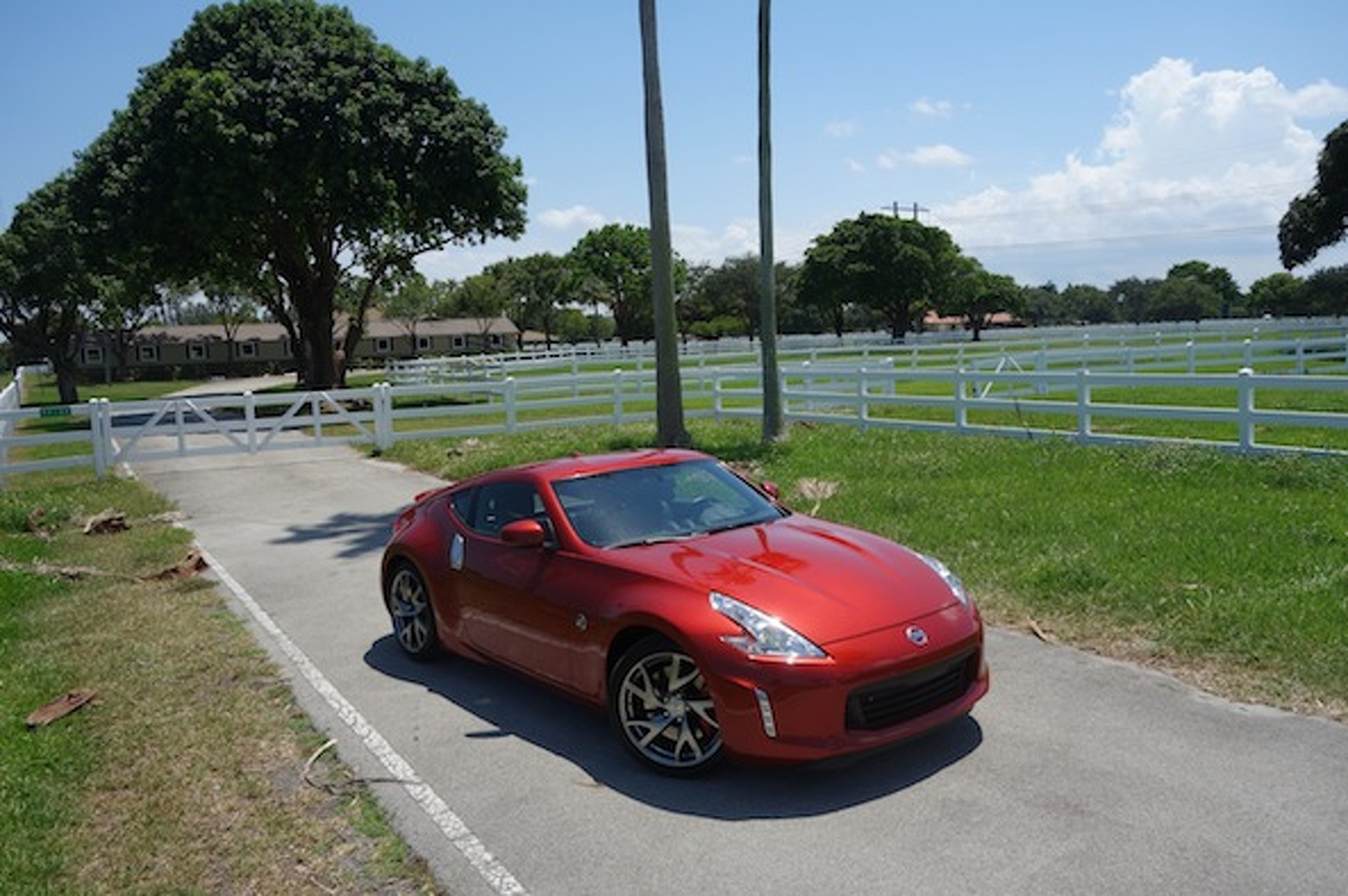 Nissan 370Z Review: A Pretty Face, Lacking Pace
