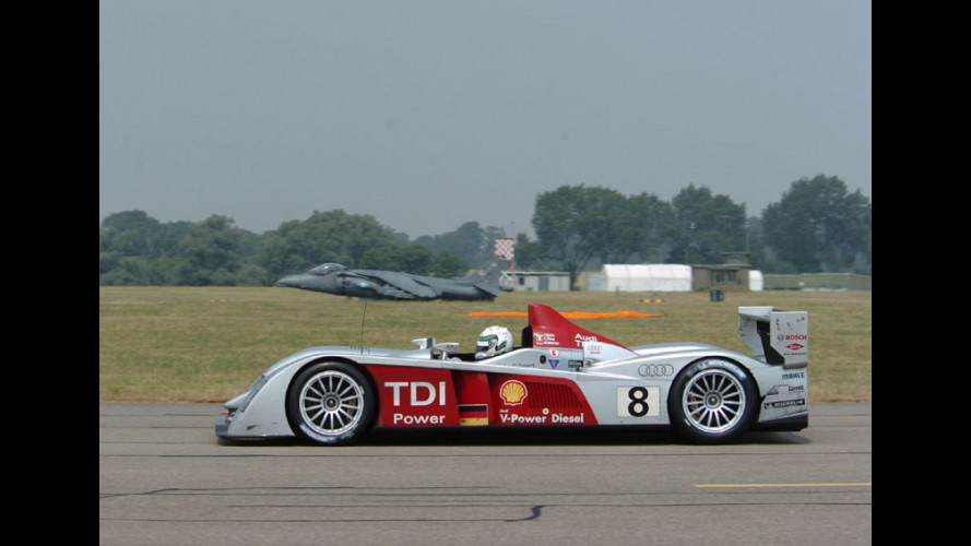 Audi R10 vs Harrier GR7