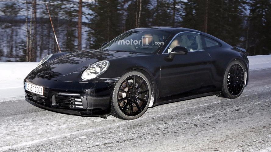 2019 Porsche 911, Mission E benzeri arka farlarla görüntülendi