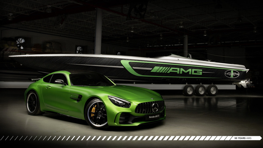 Mercedes-AMG GT R Cigarette Racing boat has a pleasure key fob