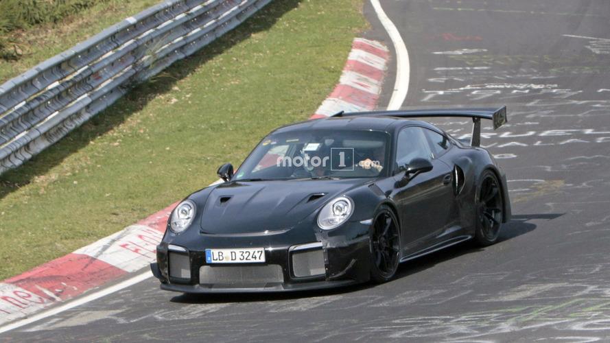 La future Porsche 911 GT2 s'échauffe sur le Nürburgring