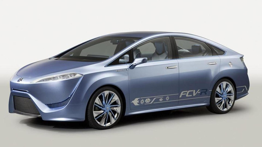 Toyota fuel cell vehicle coming in 2015
