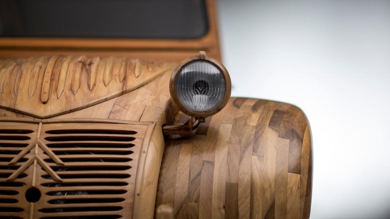 la 2 cv en bois prend la pose pour citro n. Black Bedroom Furniture Sets. Home Design Ideas