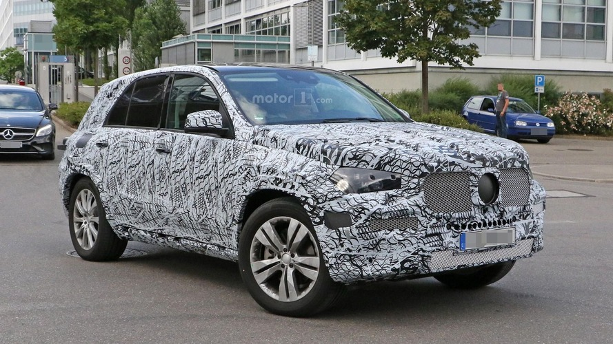 2019 Mercedes GLE spied hiding reshaped body